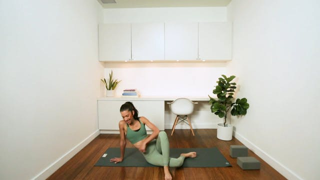 Mini Flow for Hips & Core (30 min) - ...