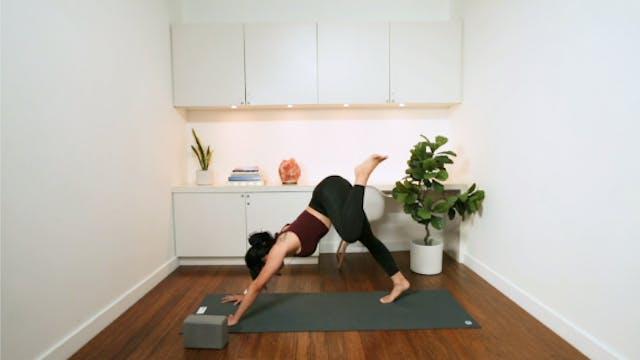Morning Yoga Pick-Me-Up (20 min) - wi...