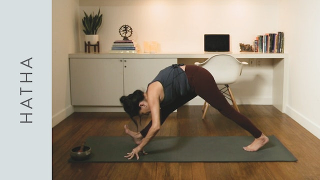 Peaceful Flow Yoga for Winding Down (20 min) — with Hillary Keegan